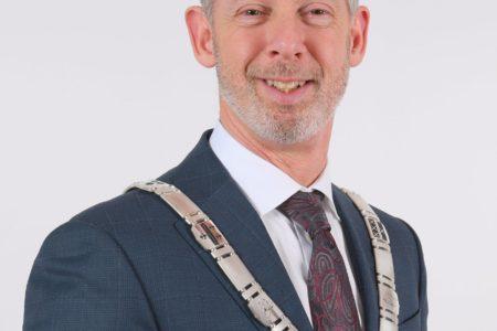 Burgemeester Onno Hoes op bezoek bij Businesspark